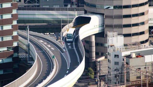 highway tembus bangunan jepun