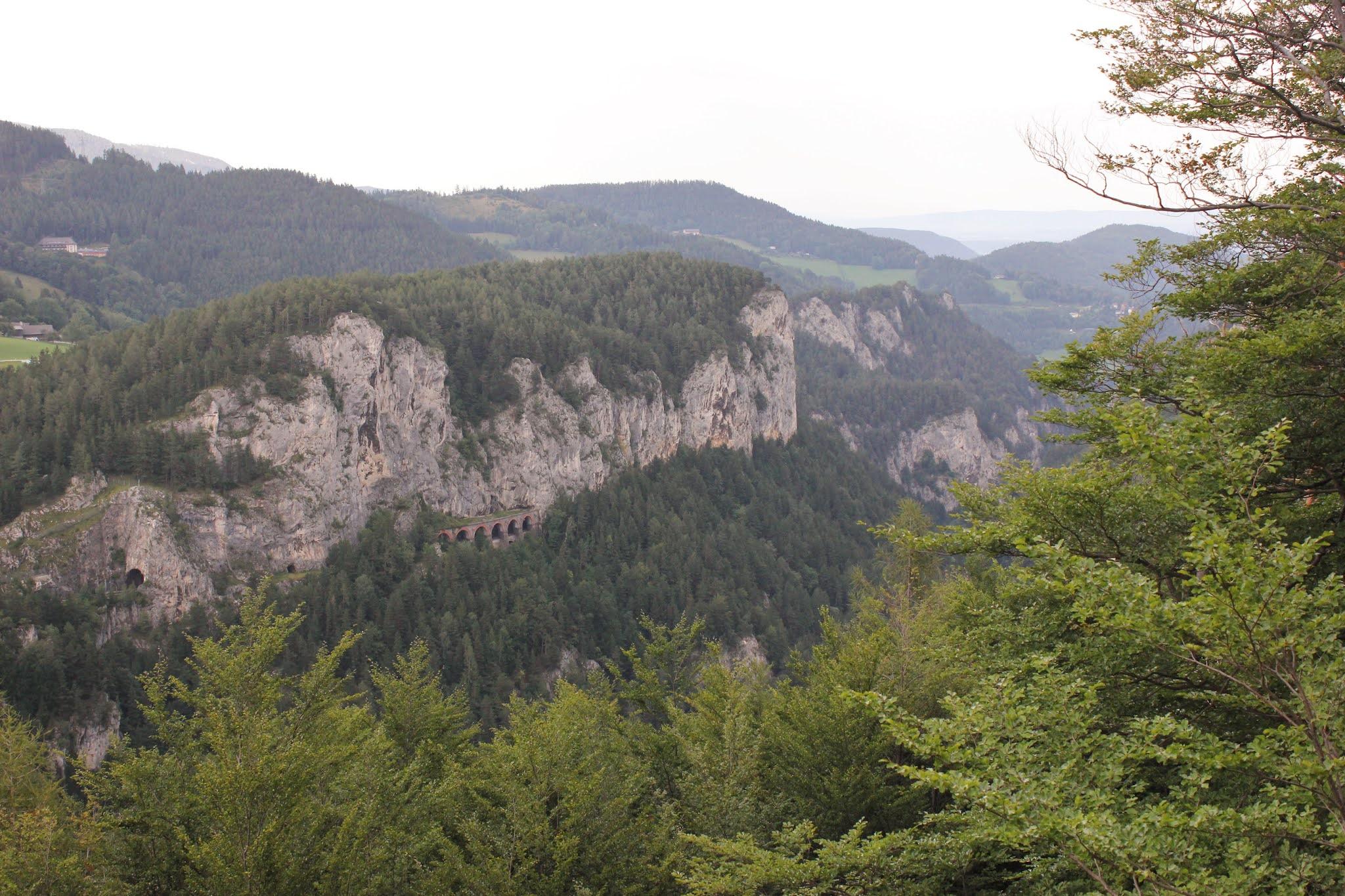 Jeden z tunelů rakouské horské železniční trati Semmering