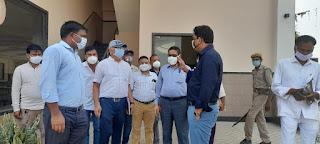 प्रशासनिक नोडल अधिकारी श्री पवन कुमार IAS ने L1 कोविड-19 हॉस्पिटल की व्यवस्थाएं देखी, जयसवाल क्लासिक में भारत विकास परिषद के तैयार वार्ड को देखकर सराहना की