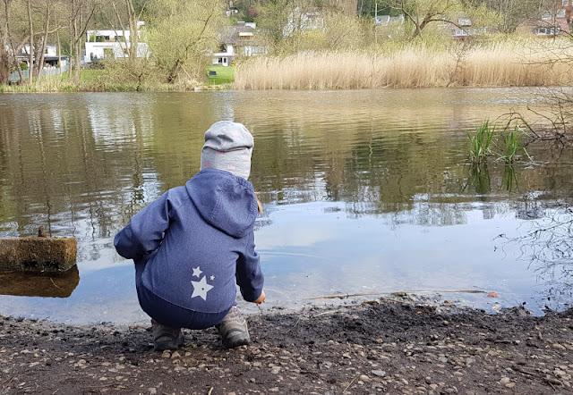 Küsten-Spaziergänge rund um Kiel, Teil 4: Entlang am Ufer der Schwentine. Unseren Spaziergang am Schwentineufer fanden die Kinder toll, vor allem die vielen Wasserstellen.
