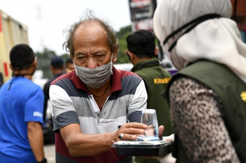 Pemdaprov Jabar Canangkan Gerakan Nasi Bungkus di Pasar Cikutra