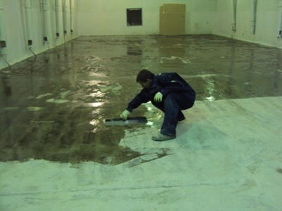 how to paint a concrete floor, priming step