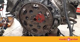 komponen mesin mobil dan fungsinya : flywheel