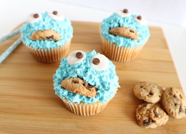 recept koekiemonster cupcakes, koekiemonster traktatie, traktatie koekiemonster, trakteren, sesamstraat feest, hoe maak je koekiemonsters, trakteren koekiemonster, hoe maak enchanted cream, hoe maak je zelf snoep oogjes, snoep oogjes maken