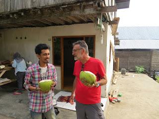 Saya, Rico dan Kelapa Muda Dusun Dodaiya Selayar