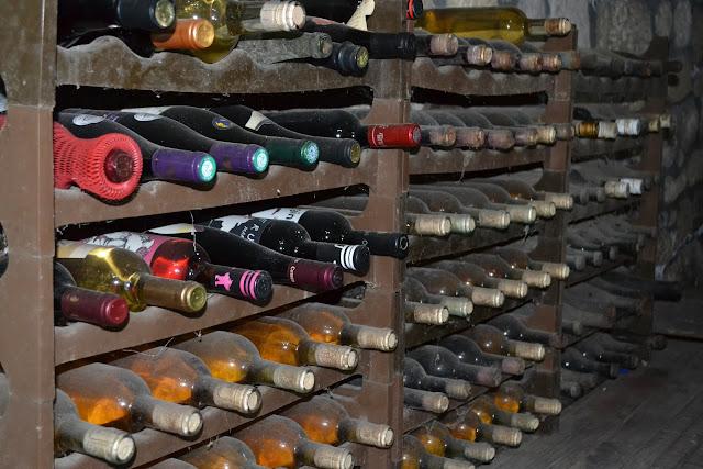 sticle de vin vechi la pietroasa