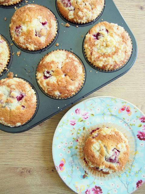 Vadelma-kardemumma muffinit