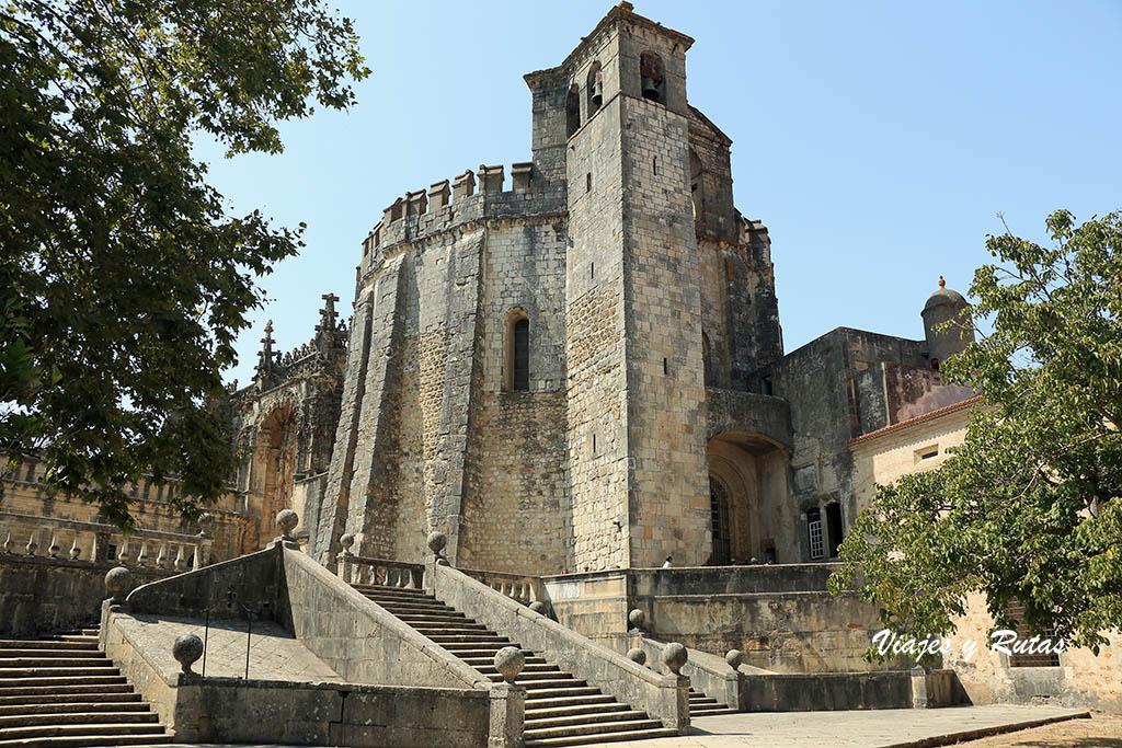 Exterior de la charola del Monasterio de Tomar