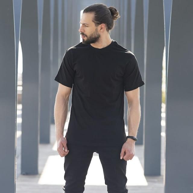 quần kaki đen với áo thun đen