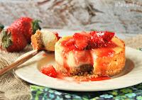 Tartita de queso con fresas al caramelo
