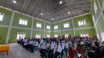 Bupati Pelalawan Lantik BPD Desa Lubuk Mas Dan Serahkan SK Perpanjangan BPD Di Kecamatan Bunut