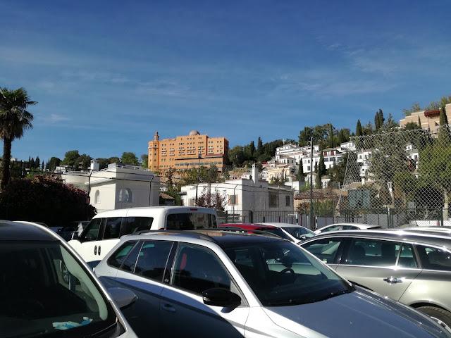 Ave María. Parkingi w Granadzie