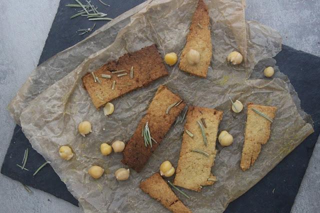 Cuillère et saladier : Houmous crackers au romarin
