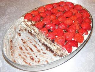 Tiramisu cu ciocolata si capsuni reteta de casa cu oua piscoturi mascarpone zahar cacao cafea retete prajitura desert tort,
