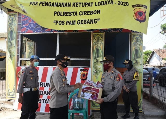 Cek Chek Point dan Pos Pengamanan Operasi Ketupat Kapolresta Cirebon Berikan Bingkisan