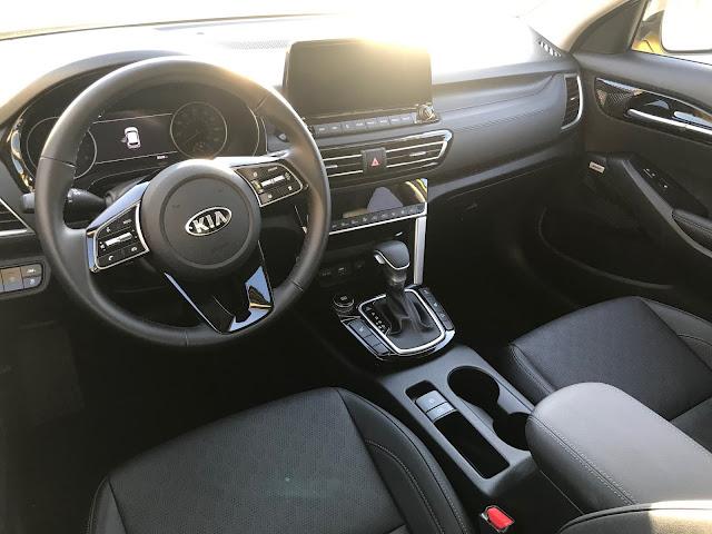 Instrument panel in 2021 Kia Seltos SX Turbo AWD
