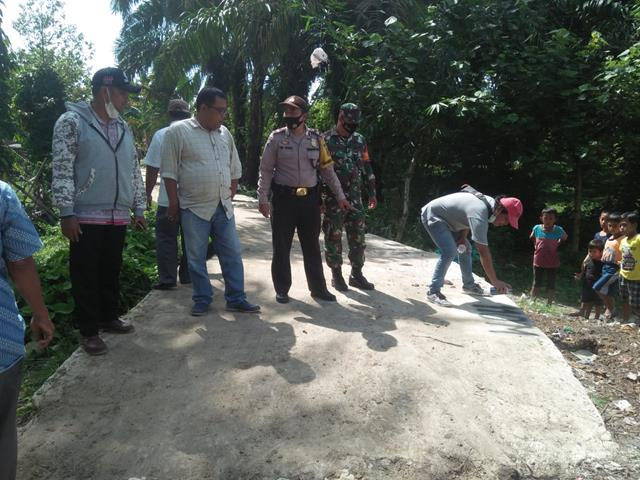 Kompak Personel Jajaran Kodim 0207/Simalungun Bersama 3 Pilar Laksanakan Pembangunan Rabat Beton