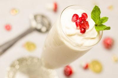 minum yogurt