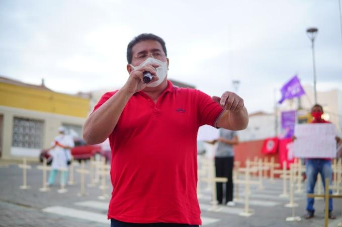 Durante ato em ST, Duque cobra vacina e grita 'Fora Bolsonaro'