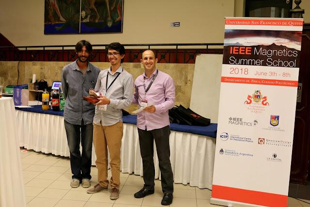 Alumni USFQ gana premio en física