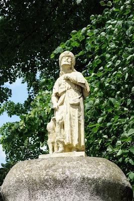 Figura św. Rocha ufundowana w XIX w. przez miejscową rodzinę