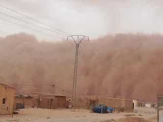 عاصفة رملية تضرب مخيمات تندوف في عز النهار