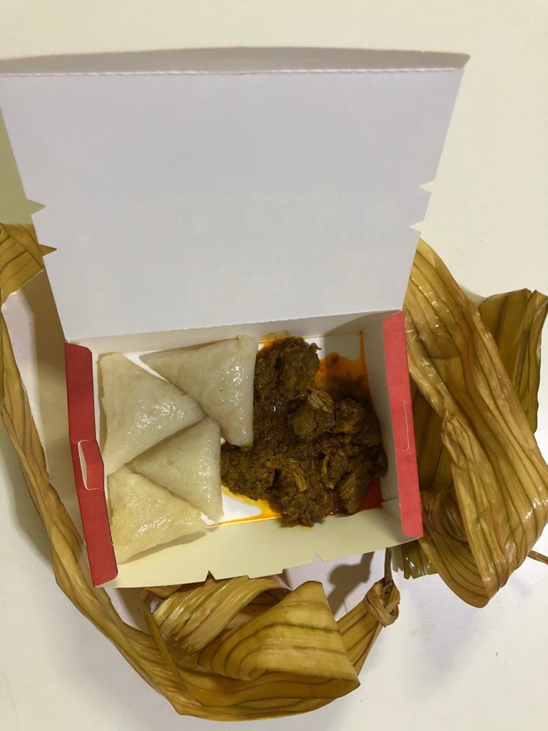 Ketupat palas dan rendang ayam ready to eat keluaran REZZA BRAND, mudah dan sedap - Kriss Merah