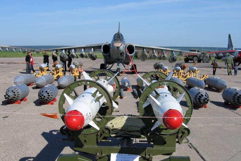 الوداع المؤجل - A-10 Thunderbolt II - صفحة 2 SU-25+with+bombs