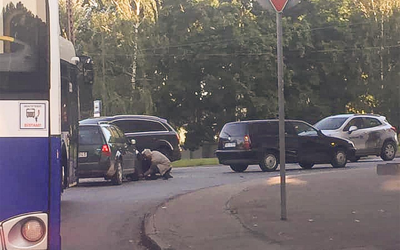 Divu auto avārija Sarkandaugavā