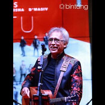 gambar Iwan Fals konser batik