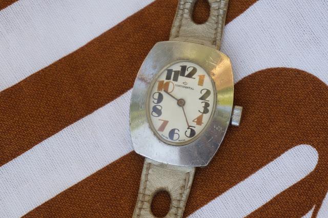 une montre des années 70  70s watch
