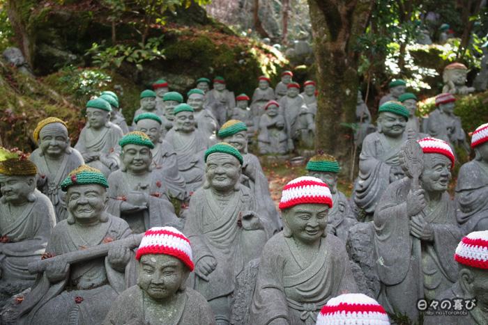 Rangée de statues au temple Daisho-in, Miyajima, Hiroshima-ken