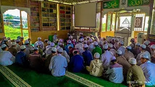 Foto Habib Hanif sedang mengajar di hadapan para santri Ponpes Markaz Syariah.