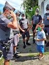 PMs visitam menino de 5 anos prestes a ser operado