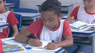 Na Paraíba, menino pede emprego para mãe ao 'Papai Noel dos Correios'