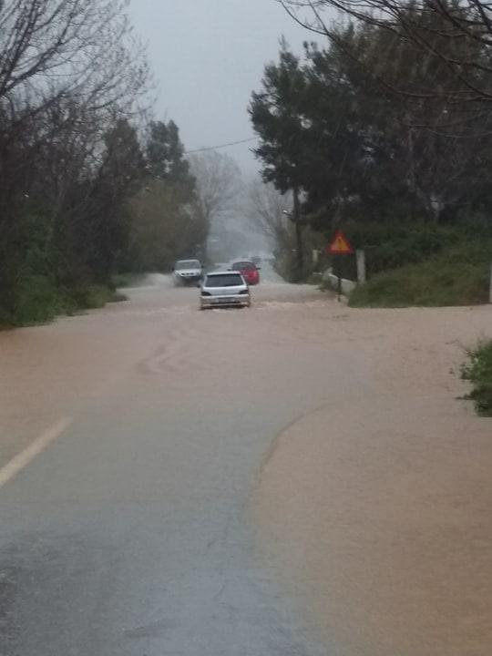 Εύβοια βροχή: Θάλασσες έγιναν οι δρόμοι - πηγή φωτογραφίας: facebook.com