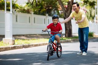 anak belajar bersepeda
