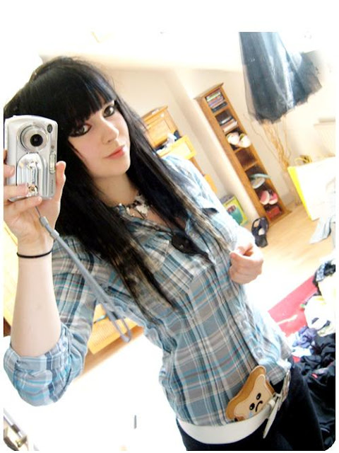 cute-girl-selfie-old