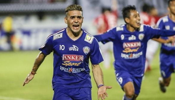 Arema Sukses Taklukkan Bali United Meski 10 Orang Pemain
