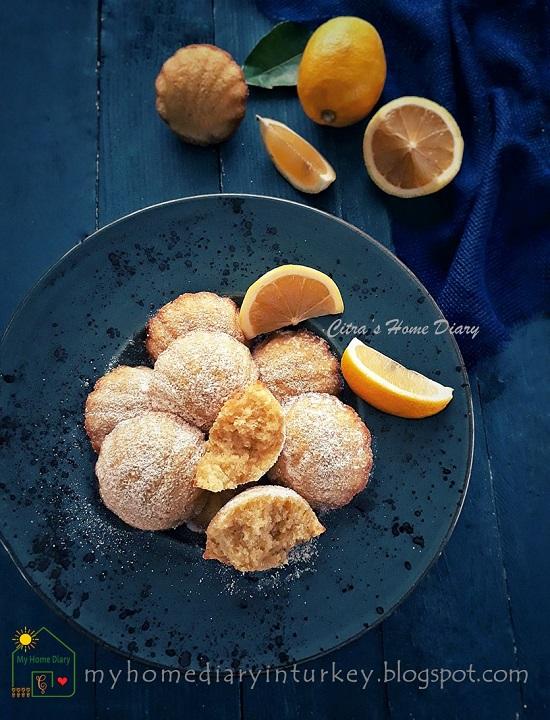 Lemon Madeleines. Easy Recipe with video | Citra's Home Diary. #classicmadeleine #madeleinerecipe #lemonmadeleine #resepkuebolukering #minicake #foodphotography #madeleinetarifi