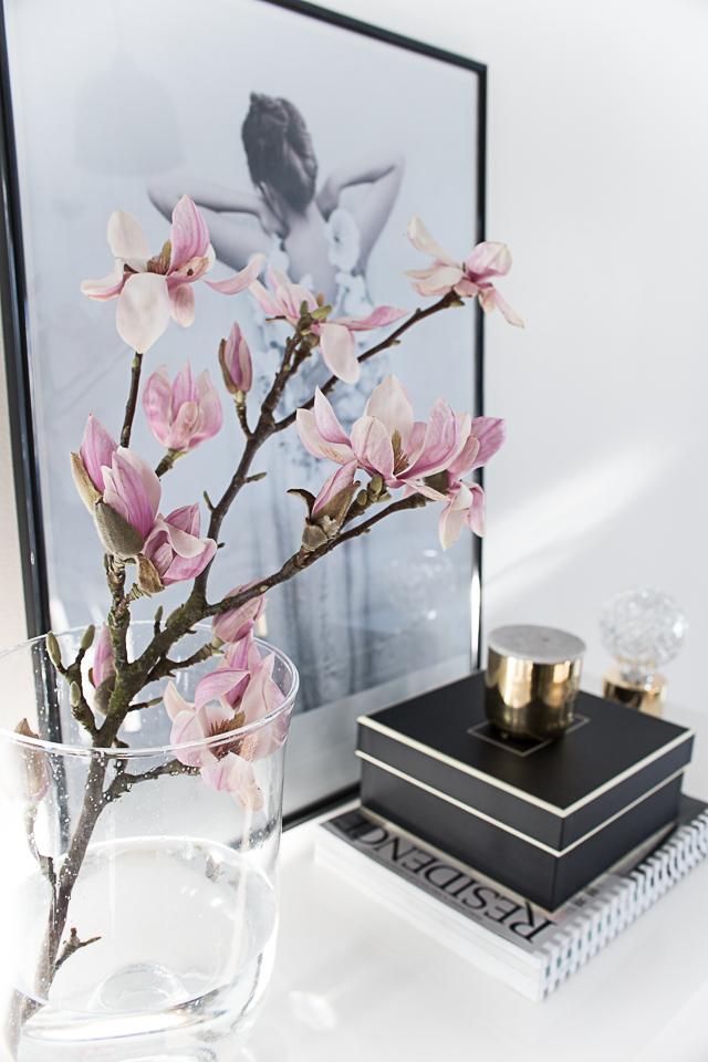 magnolia, kukkarakkautta, pientä muutosta kotona