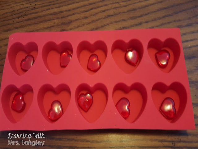 Valentine's for your preschool, kindergarten, or first grade students are so fun! Counting collections is a great Valentine's Day activity. Fun hands on activities with easy Dollar Tree materials are a great way to keep students engaged. #kindergartenclassroom #kindergartenvalentines