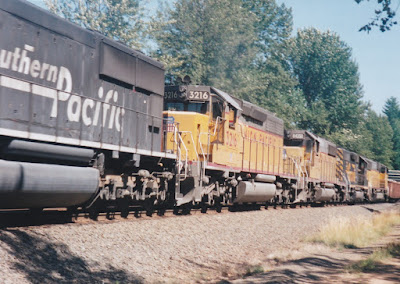 Union Pacific SD40-2 #3216 at Hampton, Oregon, on July 20, 1997