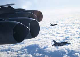 F-16B52+ της ΠΑ πάνω από την Κύπρο στα πλαίσια της Global Thunder 20