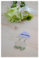 boucles d'oreilles estampes argentées et perles vertes à facettes