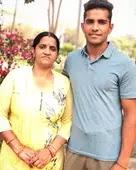 shivam mavi with her mother