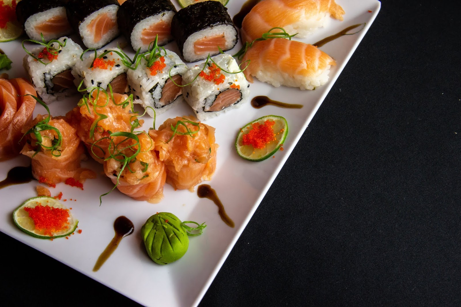 white-ceramic-plate-filled-with-sushi,food images