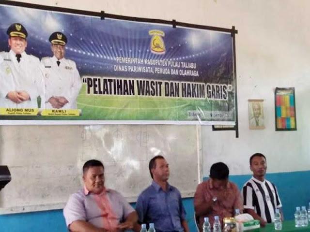 Syukur Boeroe Buka Pelatihan Wasit dan Hakim Garis di Pulau Taliabu
