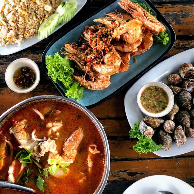 แลเล | ร้านอาหารทะเลริมหาดสิชล