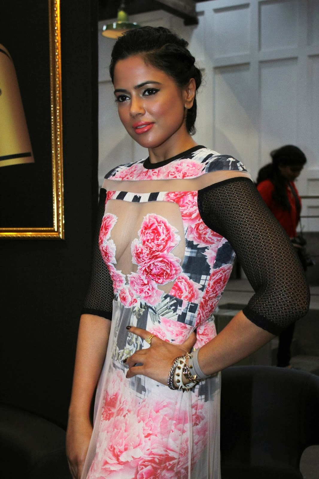 Sameera Reddy in Pink Hot Gown Latest Photos - Sabwood.com